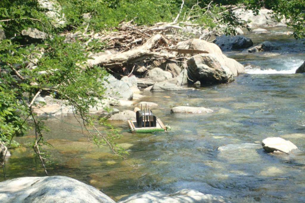 Radeau à empreintes installé sur La Pique © Emile Poncet